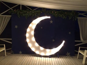 Фотозона «Белая Луна» с лампочками